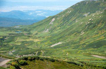 Making a descent into Nakadake Onsen, Daistsuzan